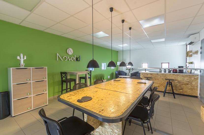 Le Tiers-lieu Novel.id propose des espaces pour accueillir vos réunions d'équipe, vos événements, vos formations